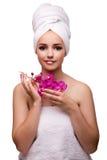 Η όμορφη γυναίκα στην έννοια ομορφιάς που απομονώνεται στο λευκό Στοκ Φωτογραφία