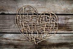 η όμορφη κάρτα δεσμών ανθίζει την καρδιά κοριτσιών Στοκ Φωτογραφία