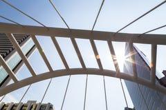Η όμορφη μητρόπολη με το υψηλό κτήριο και το φως του ήλιου, sunlig στοκ εικόνα