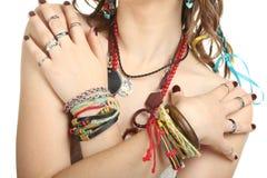 η όμορφη μόδα φορεμάτων ανθίζει τις πράσινες νεολαίες γυναικών ύφους άνοιξη ειρήνης hippie μακριές Στοκ Εικόνες