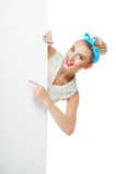 Η όμορφη νέα γυναίκα κρυφακούει με Στοκ Φωτογραφίες