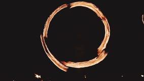 Η όμορφη πυρκαγιά παρουσιάζει τη νύχτα απόθεμα βίντεο