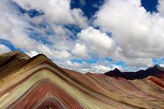 Η όμορφη χρωματισμένη σειρά βουνών ουράνιων τόξων Στοκ Φωτογραφίες
