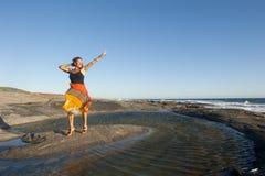 Η όμορφη ώριμη γυναίκα σε ευτυχή θέτει Στοκ φωτογραφία με δικαίωμα ελεύθερης χρήσης