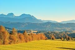 Η όψη βουνών Άλπεων από το έδαφος της Βαυαρίας Στοκ Φωτογραφία