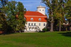 Η όψη σχετικά με το παλαιό παλάτι Cesis στην πόλη, Λετονία Στοκ Εικόνα