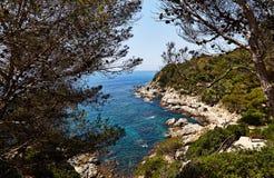 Η δύσκολη ακτή της Μεσογείου στην Ισπανία Στοκ Εικόνα