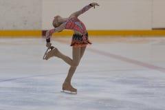 Η Anna Cherezova από τη Μολδαβία εκτελεί την ασημένια κατηγορία IV ελεύθερο πρόγραμμα πατινάζ κοριτσιών για το εθνικό πρωτάθλημα  Στοκ Εικόνες