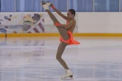 Η Anna Cherezova από τη Μολδαβία εκτελεί τη χρυσή κατηγορία IV ελεύθερο πρόγραμμα πατινάζ κοριτσιών για το εθνικό πρωτάθλημα πατι Στοκ Φωτογραφίες