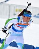 Η Anna Kunaeva ανταγωνίζεται στο περιφερειακό φλυτζάνι IBU στο Sochi στοκ εικόνες
