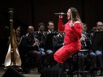 Η Annalisa Minetti τραγουδά στη σκηνή Στοκ Φωτογραφία