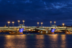 Η Annunciation Blagoveshchensky γέφυρα κατά τη διάρκεια των άσπρων νυχτών στη Αγία Πετρούπολη Στοκ φωτογραφίες με δικαίωμα ελεύθερης χρήσης