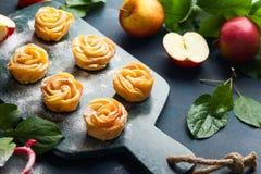 Η Apple αυξήθηκε μίνι tarts Στοκ εικόνες με δικαίωμα ελεύθερης χρήσης