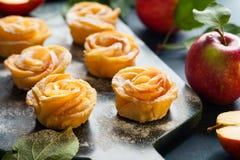 Η Apple αυξήθηκε μίνι tarts Στοκ Εικόνες