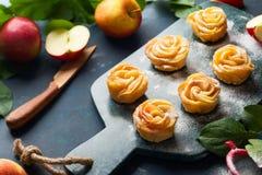 Η Apple αυξήθηκε μίνι tarts Στοκ Φωτογραφία