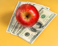 Η Apple είναι στα δολάρια Στοκ φωτογραφία με δικαίωμα ελεύθερης χρήσης