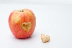 Η Apple με μια καρδιά διαμόρφωσε αποκόπτοντας Στοκ φωτογραφία με δικαίωμα ελεύθερης χρήσης