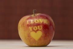 Η Apple με τυπώνει σ' αγαπώ στον πίνακα Στοκ εικόνες με δικαίωμα ελεύθερης χρήσης