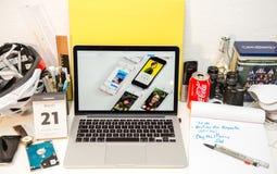Η Apple «περιτυλιχτείτε εσείς» στο SE iPhone και 9 7 Στοκ Φωτογραφίες