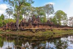 η banteay λίμνη της Καμπότζης angkor lotuses συγκεντρώνει siem το ναό srey Στοκ Εικόνες