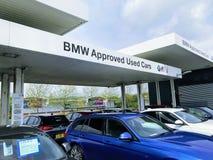 Η BMW ενέκρινε τα χρησιμοποιημένα αυτοκίνητα στοκ εικόνες