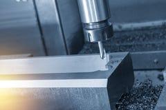 Η CNC μηχανή άλεσης που τρυπά την τρύπα με τρυπάνι Στοκ φωτογραφίες με δικαίωμα ελεύθερης χρήσης