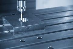 Η CNC μηχανή συνδέει το CMM έλεγχο στοκ φωτογραφία με δικαίωμα ελεύθερης χρήσης