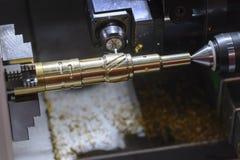 Η CNC τέμνουσα αυλάκωση μηχανών στροφής ή τόρνου Στοκ Φωτογραφίες