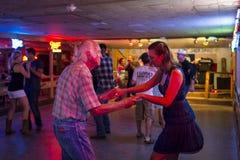 Η country μουσική χορού ανθρώπων σπασμένο μίλησε την αίθουσα χορού στο Ώστιν, Τέξας Στοκ Φωτογραφία