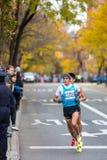 Η Daniele Meucci (Ιταλία) τρέχει το μαραθώνιο 2013 NYC στοκ εικόνες