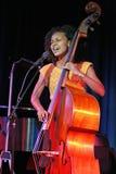 Η Esperanza Spalding αποδίδει στη συναυλία στοκ φωτογραφία με δικαίωμα ελεύθερης χρήσης
