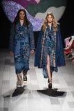 Η Gigi Hadid περπατά το διάδρομο για τη επίδειξη μόδας της Anna Sui Στοκ φωτογραφίες με δικαίωμα ελεύθερης χρήσης