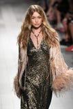 Η Gigi Hadid περπατά το διάδρομο για τη επίδειξη μόδας της Anna Sui Στοκ Εικόνες