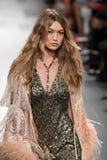 Η Gigi Hadid περπατά το διάδρομο για τη επίδειξη μόδας της Anna Sui Στοκ εικόνες με δικαίωμα ελεύθερης χρήσης