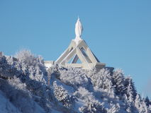 Η Holly Mary στην κορυφή μιας εκκλησίας στοκ φωτογραφία