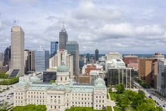 Η Midwest πόλη της Ινδιανάπολης Ιντιάνα μια θερινή ημέρα στοκ φωτογραφία