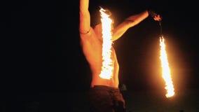 Η perfoming πυρκαγιά ατόμων παρουσιάζει απόθεμα βίντεο