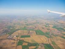 Η Po κοιλάδα από το παράθυρο αεροπλάνων κατά τη διάρκεια της προσγείωσης του αεροπλάνου Στοκ Εικόνες