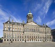 Η Royal Palace στο τετράγωνο φραγμάτων στο Άμστερνταμ, Κάτω Χώρες στοκ εικόνα