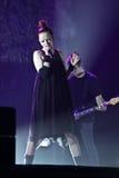 Η Shirley Manson από τα ΑΠΟΡΡΙΜΑΤΑ αποδίδει στη σκηνή στις 13 Νοεμβρίου 2012 στο Μινσκ, Λευκορωσία Στοκ εικόνες με δικαίωμα ελεύθερης χρήσης