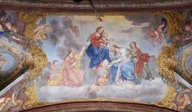 Η Virgin Mary με το μωρό Ιησούς περιέβαλε από τους Αγίους και τους αγγέλους Στοκ φωτογραφία με δικαίωμα ελεύθερης χρήσης