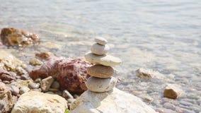 Η Zen ισορρόπησε τις συσσωρευμένες πέτρες φιλμ μικρού μήκους