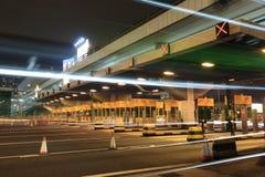 Θάλαμοι φόρου με το φως αυτοκινήτων στοκ φωτογραφία