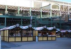 Θάλαμοι Christkindlemart στο πάρκο σε Wrigley, τομέας των Chicago Cubs Wrigley Στοκ Εικόνα