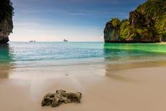 Θάλασσα Ανταμάν, όμορφοι κόλπος και βράχοι, νησί της Hong στοκ φωτογραφία με δικαίωμα ελεύθερης χρήσης