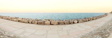 θάλασσα βράχων πανοράματο& Στοκ φωτογραφίες με δικαίωμα ελεύθερης χρήσης