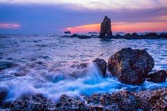 Θάλασσα βραδιού στο μπλε ουρανό στοκ εικόνες