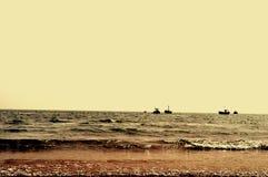 Θάλασσα κάτω από το σούρουπο Στοκ φωτογραφία με δικαίωμα ελεύθερης χρήσης