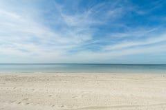 Θάλασσα και άμμος παραλιών τοπίων για τις διακοπές στοκ φωτογραφίες