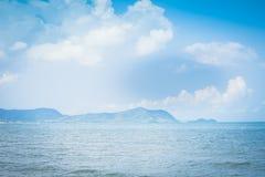 Θάλασσα και μπλε ουρανός στο θερινό υπόβαθρο, υπόβαθρο διακοπών διακοπών φύσης υπαίθρια στοκ φωτογραφίες